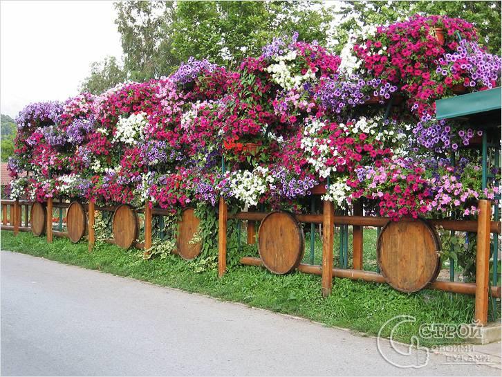 Оригинальный деревянный заборчик