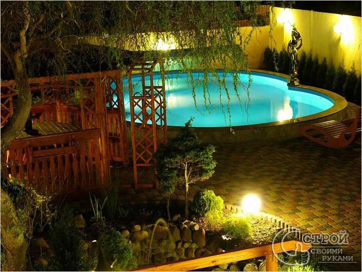Освещение площадки с бассейном