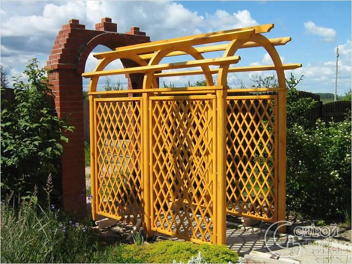 Деревянная пергола и арка из кирпича