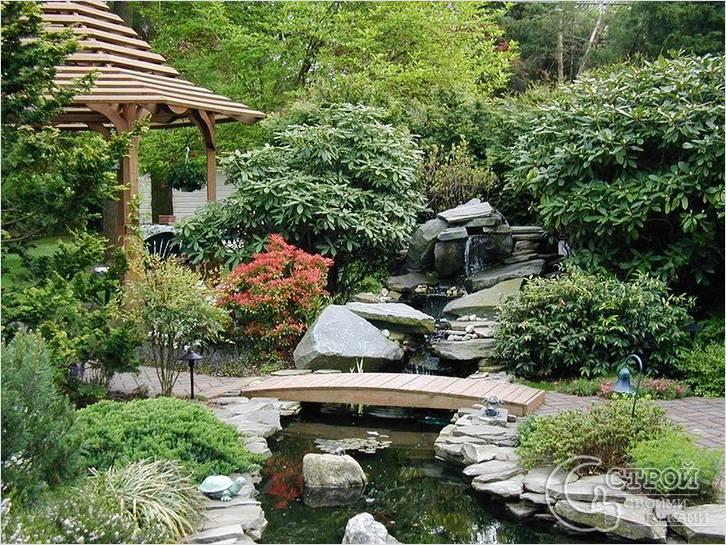 Сад камней с ручьем