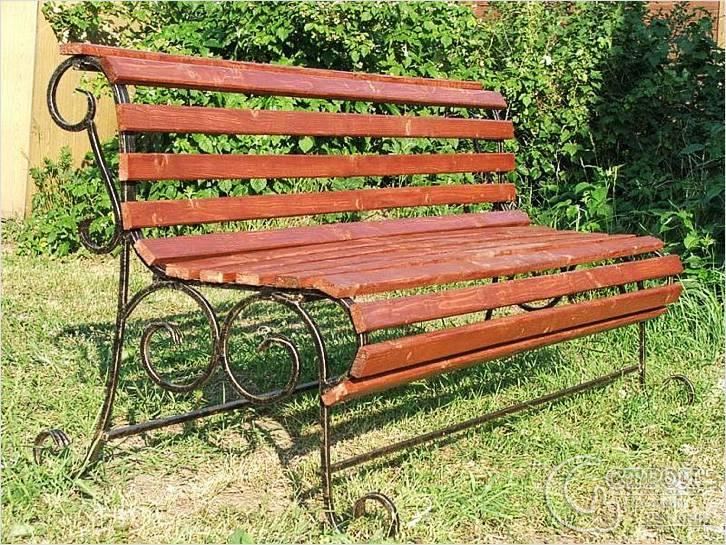 Скамейка с ковкой