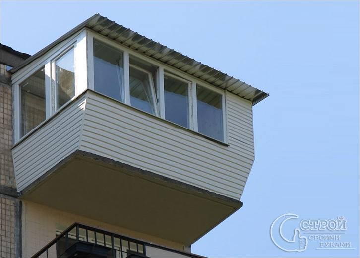 Балкон с выносом на верхнем этаже