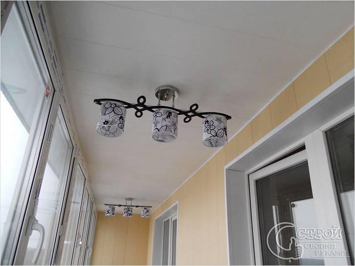 Люстры на балконе