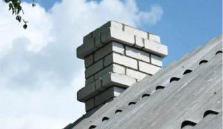 Печные трубы - типичный элемент деревенского ландшафта, в естественных условиях встречающийся на крышах домов с...
