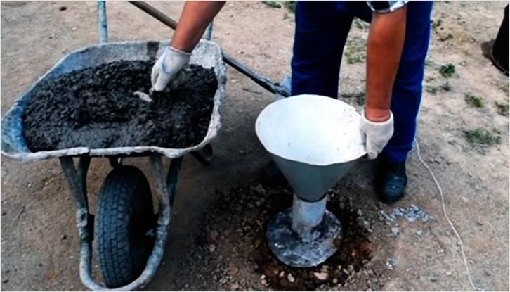 В трубу необходимо засыпать бетон