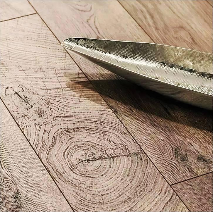 Ламинат Kaindl удивительно точно передает текстуру натурального дерева