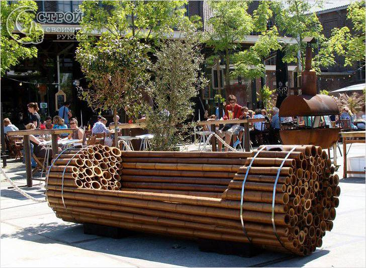 Скамейка из бамбуковых стволов