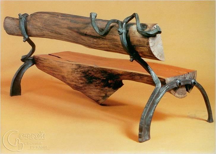 Скамья из сруба с чугунными опорами