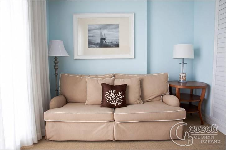Для маленьких комнат подходят светлые и легкие портьеры