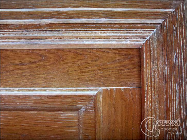 Старинные двери из дерева