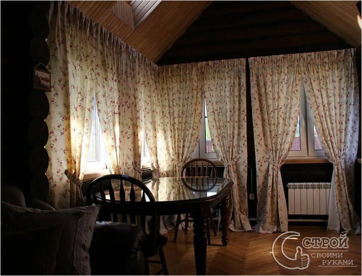 В темном помещении хороши светлые шторы