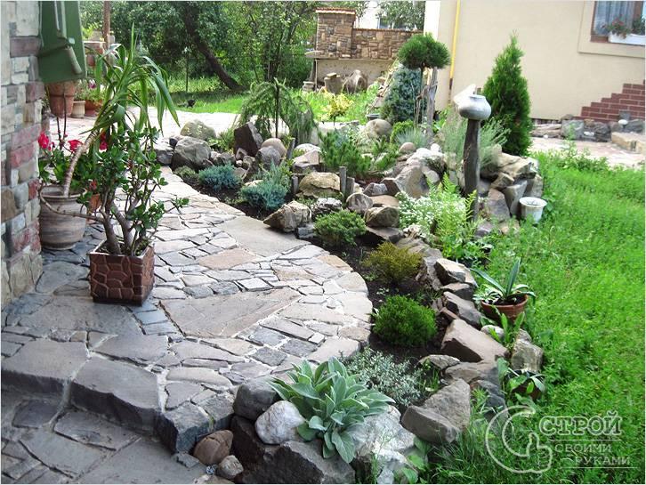 Сад камней перед домом