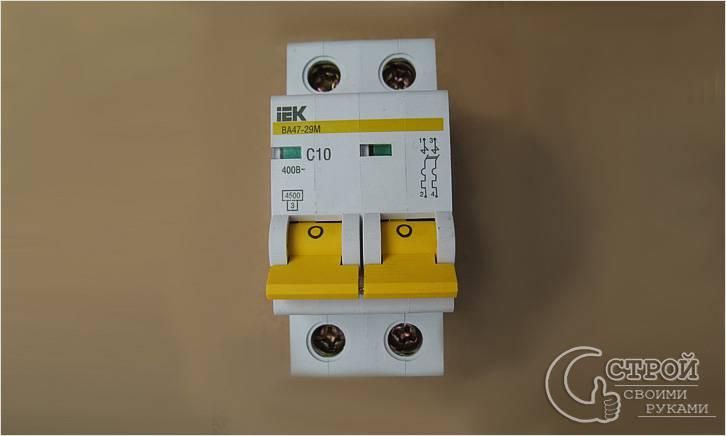 Двухполюсный автомат типа C