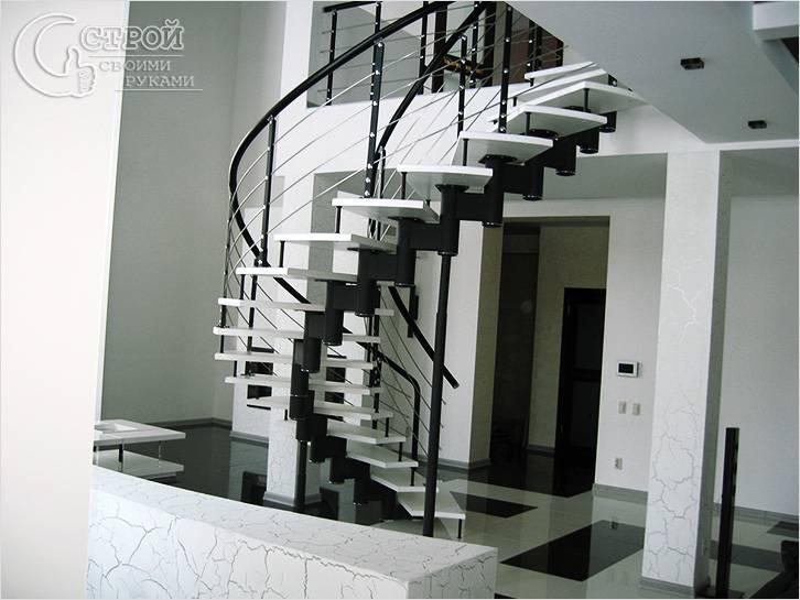 Черно-белый дизайн лестницы