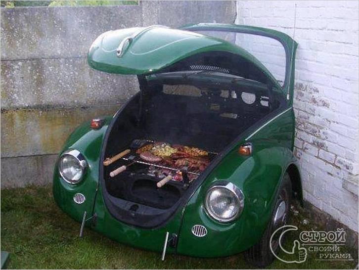 Мангал под капотом старого автомобиля