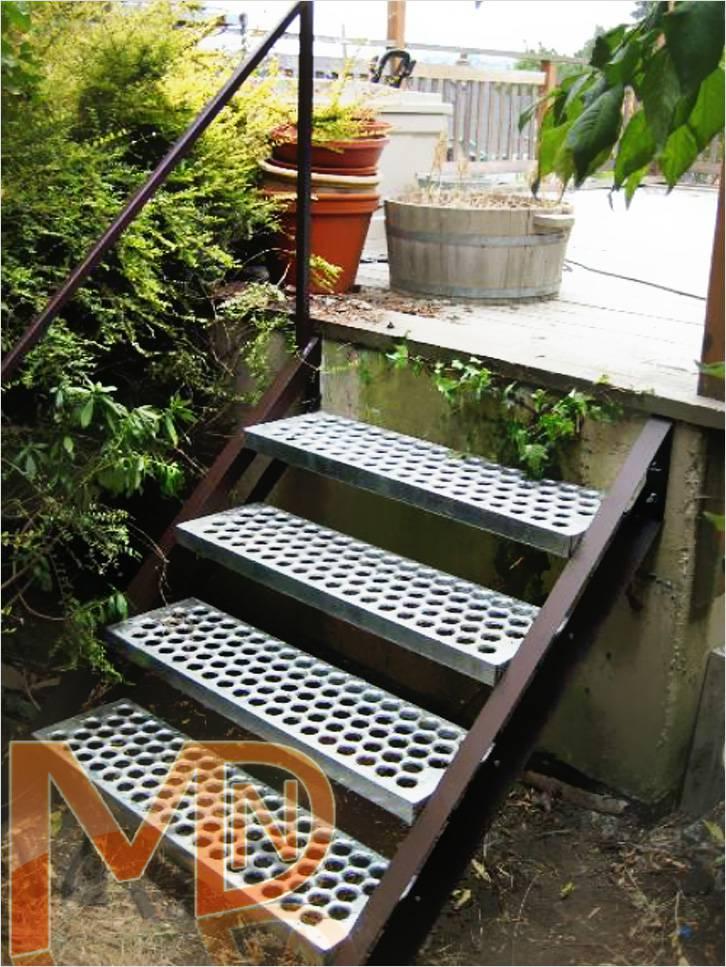 Маршевая лестница – Металлическая лестница с перфорированными ступенями