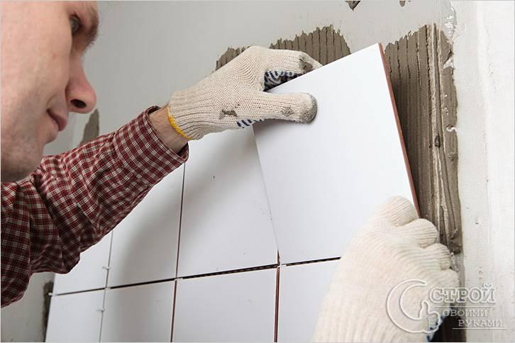 Облицовка стен плиткой в душевой кабине
