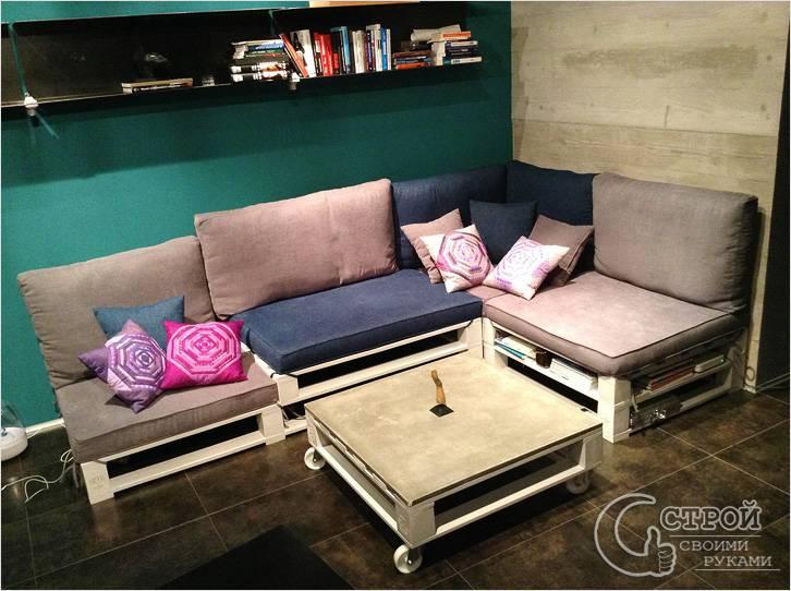 Угловой диван с журнальным столиком