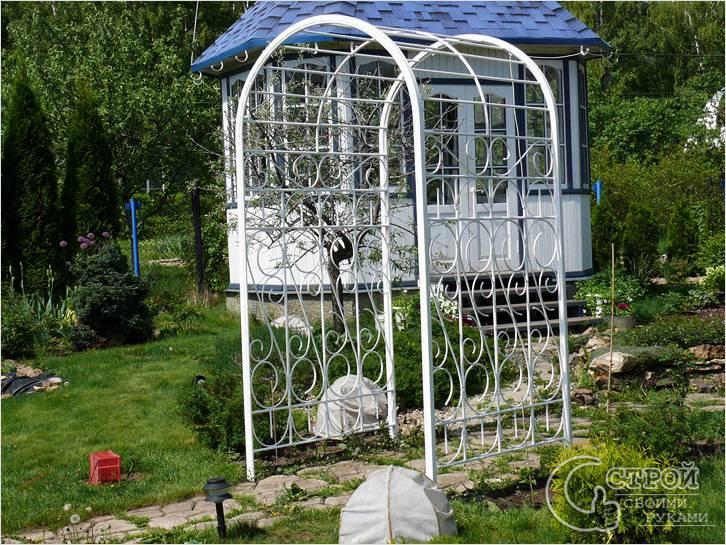 Металлическая арка для вьющихся растений