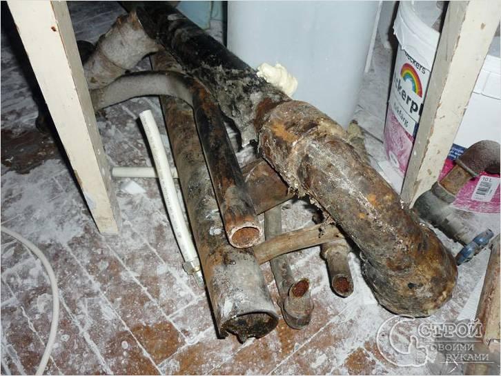 Демонтаж старых канализационных труб