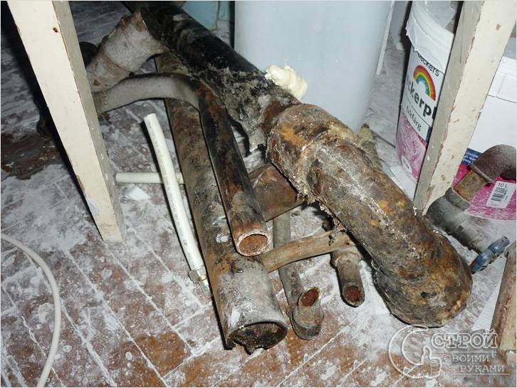 Демонтаж радиаторов и труб отопления