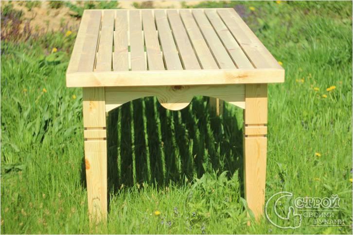 Деревянный садовый стол с резьбой