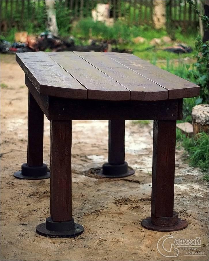 Деревянный стол для сада