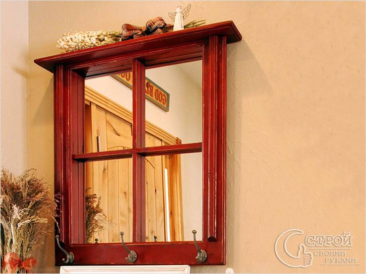 Фальш-окно — зеркало и вешалка