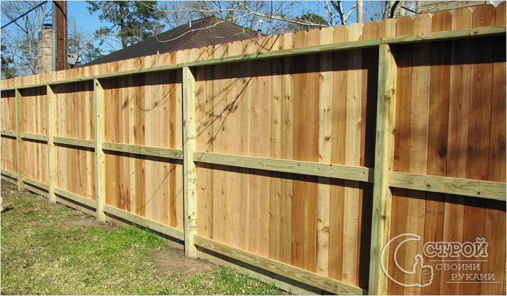 Как сделать деревянный забор с железными столбами 191