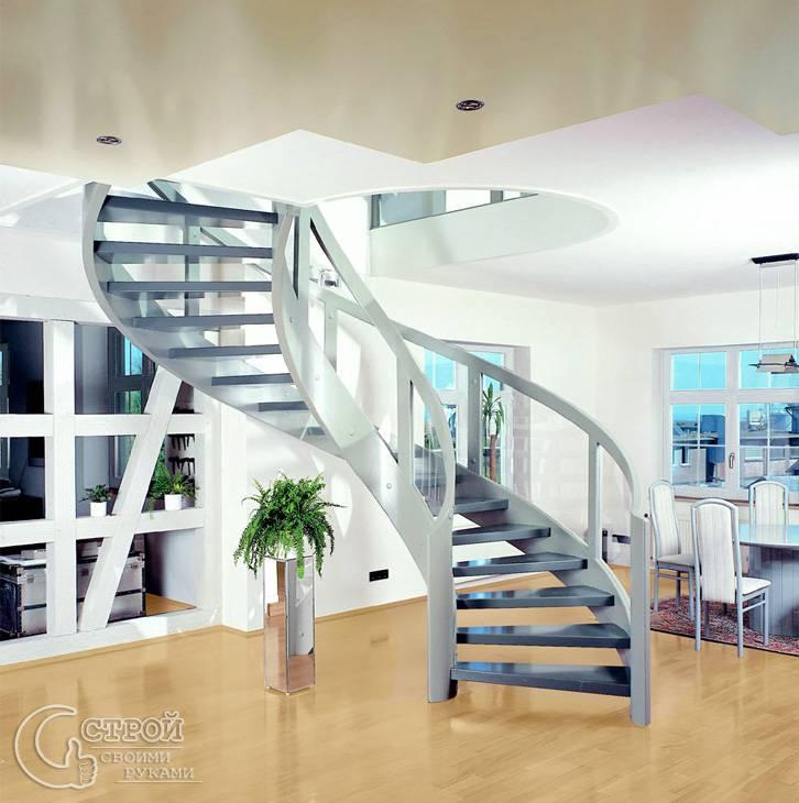 Межуровневая лестница из металла