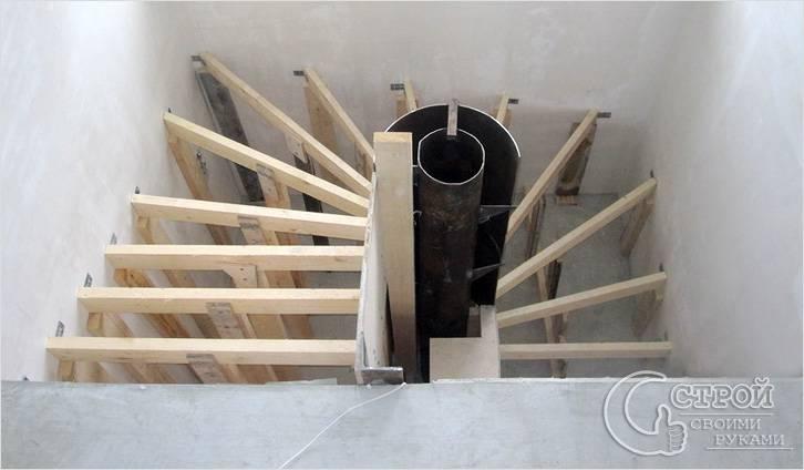 Монтаж опалубки монолитной винтовой лестницы