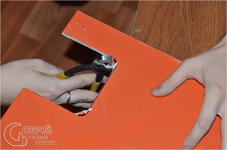 Обработка краев плитки кусачками