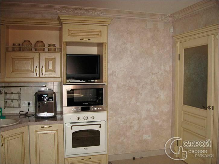 Оштукатуренная стена в кухне