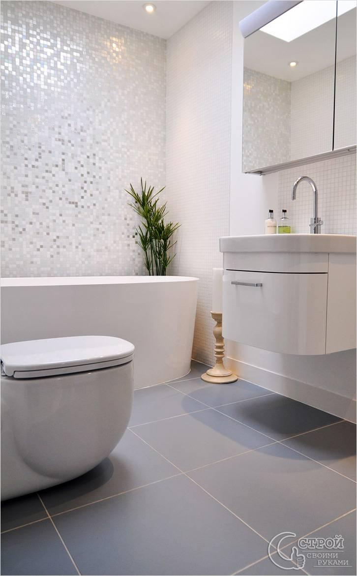 Переливающаяся мозаика в ванной