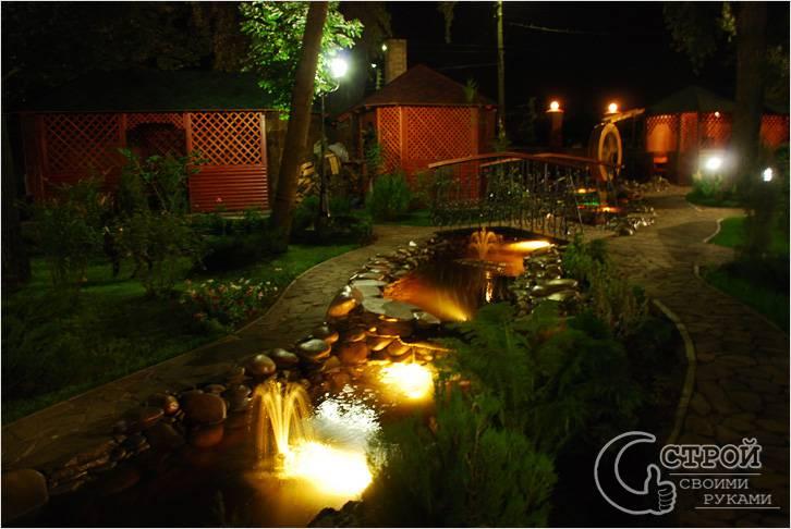 Подсветка фонтана в саду