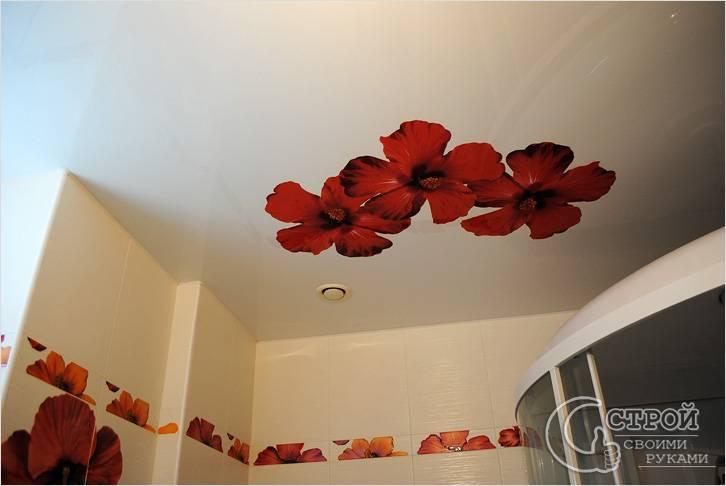 Потолок с рисунком в ванной комнате