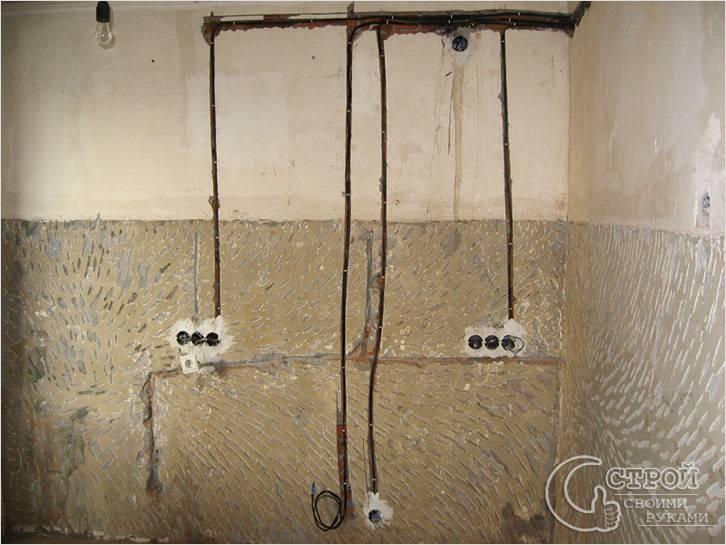 Проводка в комнате в штробах