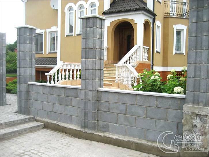 Разноуровневый бетонный забор