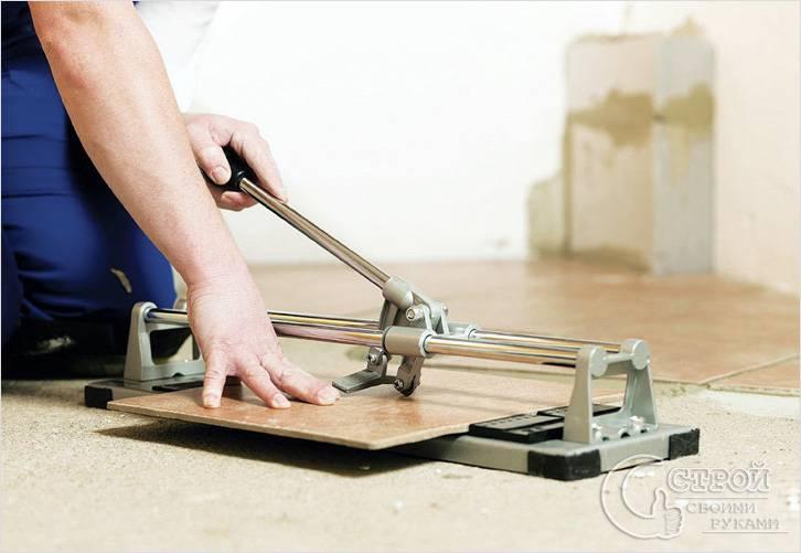 Резка плиткорезом ручного управления