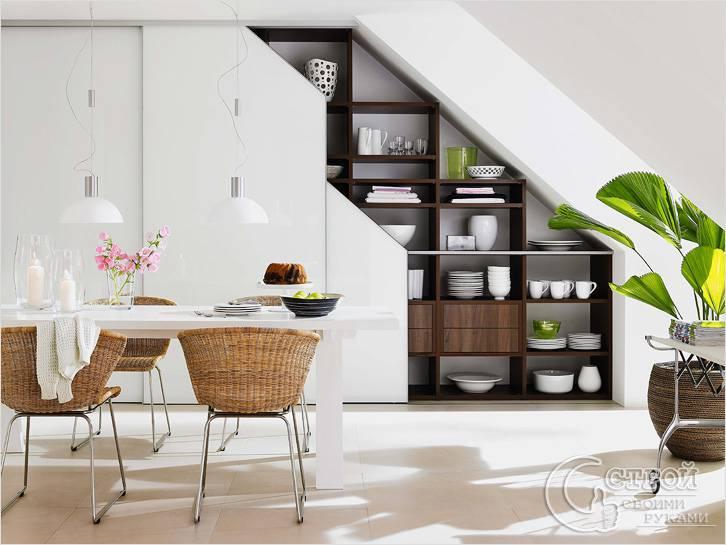 Шкаф для посуды под лестницей