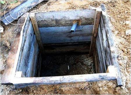 Сливная яма из дерева