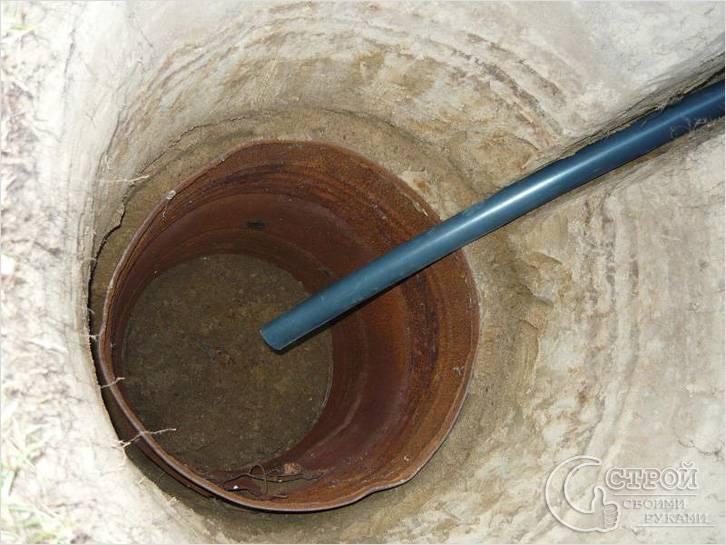 Строительство сливной ямы из бочек