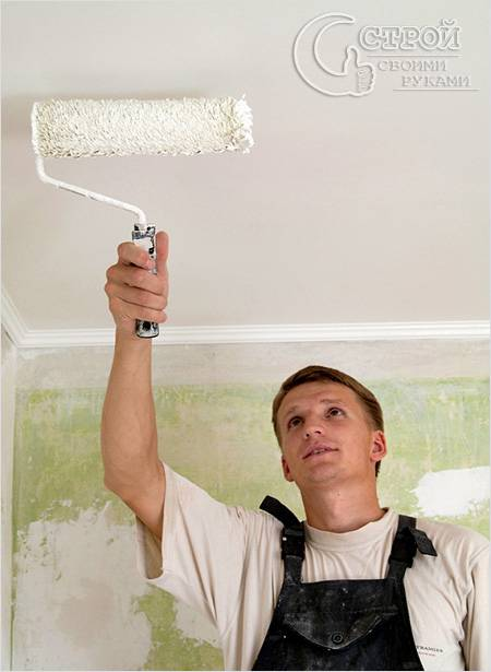Техника окраски потолка с использованием валика