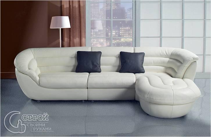 Угловой диван из белой кожи