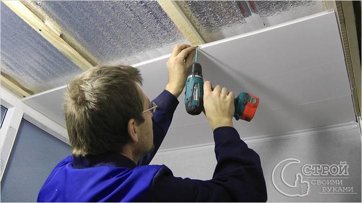Закрепление панелей на потолке